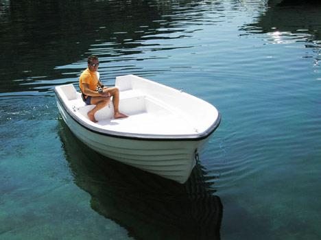 Plastosud srl costruzioni nautiche e industriali for Barca lancia vetroresina